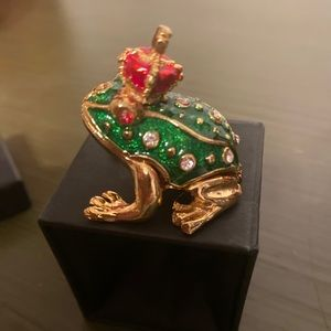Two's Company  the frog prince trinket box